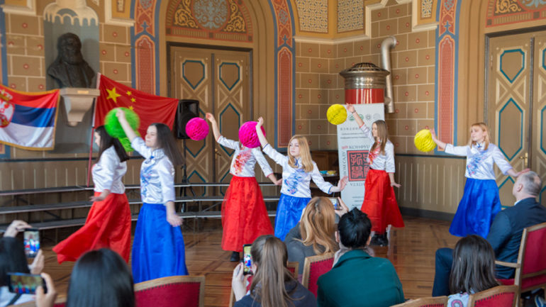 Прослава кинеске Нове Године и Празника лампиона у Карловачкој гимназији